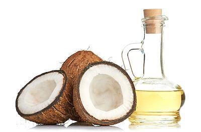 Bielenie zubov kokosovým olejom je nezmysel. Nepomáha to.